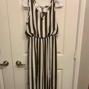 Dresses & Skirts - Super cute striped sundress!